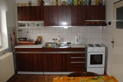 Penzion u Hesů - ubytování jižní Čechy. Prostorná kuchyň s kuchyňskou linkou, jídelním stolem až pro 8 osob, lednice, ...